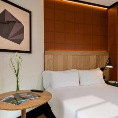 Отель H10 Puerta de Alcalá 4* Стандартный номер с двуспальной кроватью фото 3