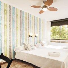 Отель Fira Guest House Улучшенный номер с различными типами кроватей фото 4