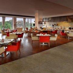 Отель Four Points by Sheraton New Delhi, Airport Highway питание фото 3