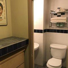 Отель Chelsea Pines Inn США, Нью-Йорк - отзывы, цены и фото номеров - забронировать отель Chelsea Pines Inn онлайн ванная фото 2