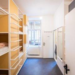 Avenue Hostel сейф в номере