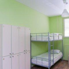 Отель Жилые помещения Кукуруза Кровать в мужском общем номере фото 14