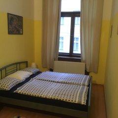 Hostel EMMA Стандартный номер с двуспальной кроватью (общая ванная комната) фото 8