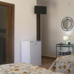 Отель Hostal El Canario Стандартный номер с различными типами кроватей фото 4