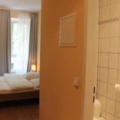 Отель Am Sendlinger Tor 3* Кровать в общем номере фото 4
