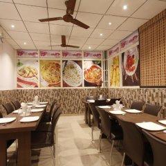Отель OYO 16011 Hotel Mohan International Индия, Нью-Дели - отзывы, цены и фото номеров - забронировать отель OYO 16011 Hotel Mohan International онлайн питание
