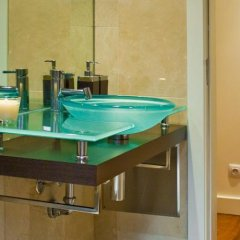Отель InSuites Chiado Apartments II Португалия, Лиссабон - отзывы, цены и фото номеров - забронировать отель InSuites Chiado Apartments II онлайн ванная фото 2