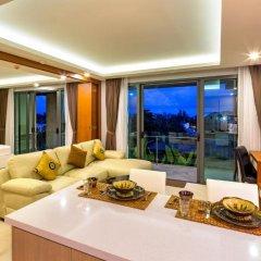 Отель At The Tree Condominium Phuket Номер Делюкс с двуспальной кроватью фото 19