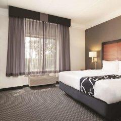 Отель La Quinta Inn & Suites Dallas North Central 2* Номер Делюкс с различными типами кроватей фото 2