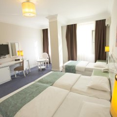 Отель Amber 4* Улучшенный номер с различными типами кроватей фото 2