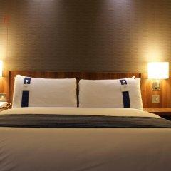 Отель Holiday Inn Express London Stratford 3* Стандартный номер с различными типами кроватей фото 2