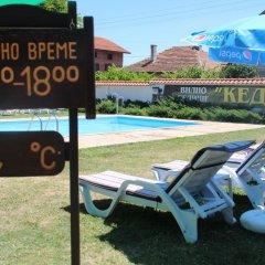 Отель Holiday Village Kedar Болгария, Долна баня - отзывы, цены и фото номеров - забронировать отель Holiday Village Kedar онлайн бассейн