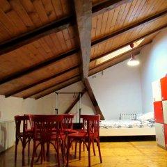 Hostel Just Lviv It! Стандартный семейный номер с двуспальной кроватью фото 5