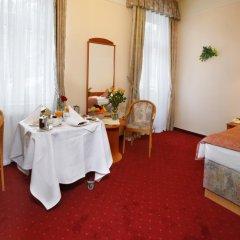 Отель Danubius Health Spa Resort Hvězda-Imperial-Neapol 4* Улучшенный номер с двуспальной кроватью фото 2