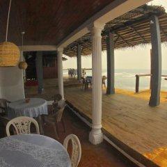 Отель Surfing Beach Guest House Шри-Ланка, Хиккадува - отзывы, цены и фото номеров - забронировать отель Surfing Beach Guest House онлайн гостиничный бар