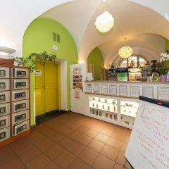 Отель Hostel Mango Чехия, Прага - 7 отзывов об отеле, цены и фото номеров - забронировать отель Hostel Mango онлайн питание фото 3