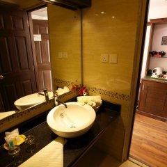 Отель Kathmandu Guest House by KGH Group Непал, Катманду - 1 отзыв об отеле, цены и фото номеров - забронировать отель Kathmandu Guest House by KGH Group онлайн ванная