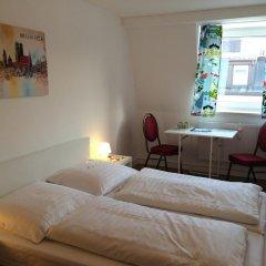 Отель Pension Belo Sono 2* Номер категории Эконом с двуспальной кроватью (общая ванная комната)