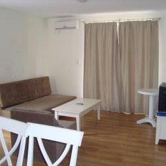Апартаменты Flores Park Apartments Солнечный берег комната для гостей