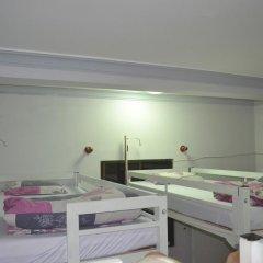 Отель Tiny Tigers Кровать в общем номере
