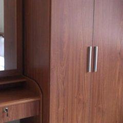 Отель Satang Guest House сейф в номере