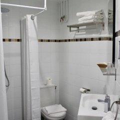 Hotel Des Pyrenees Париж ванная фото 4