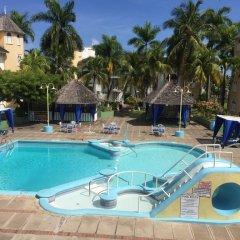 Отель SandCastles Deluxe Beach Resort бассейн