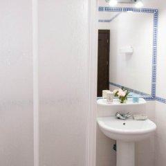 Отель Apartamentos Conil Alquila Испания, Кониль-де-ла-Фронтера - отзывы, цены и фото номеров - забронировать отель Apartamentos Conil Alquila онлайн ванная фото 2