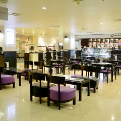 Отель Cinnamon Lakeside Colombo Шри-Ланка, Коломбо - 2 отзыва об отеле, цены и фото номеров - забронировать отель Cinnamon Lakeside Colombo онлайн питание фото 2