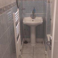 Отель Commercial Rd Homestay Номер с общей ванной комнатой с различными типами кроватей (общая ванная комната) фото 17