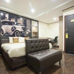 Отель Yasinee Guesthouse Бангкок комната для гостей фото 5