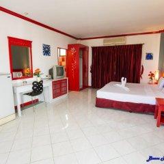 Отель Baan Phil Guesthouse в номере