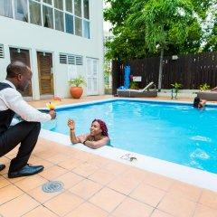 Отель Altamont Court Hotel Ямайка, Кингстон - отзывы, цены и фото номеров - забронировать отель Altamont Court Hotel онлайн бассейн