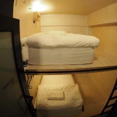 Отель Box Poshtel Phuket Стандартный номер с 2 отдельными кроватями (общая ванная комната) фото 3