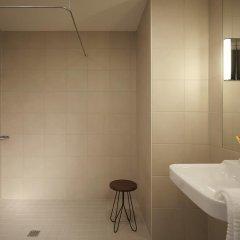 Отель Moxy London Excel Стандартный семейный номер с различными типами кроватей