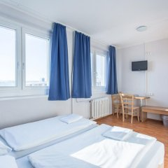 Отель a&o Dresden Hauptbahnhof 2* Стандартный номер с 2 отдельными кроватями фото 7
