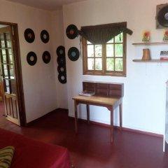 Отель La Familia Resort and Restaurant 3* Стандартный семейный номер с двуспальной кроватью (общая ванная комната) фото 14