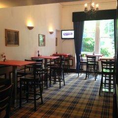 Отель PIRIES Эдинбург гостиничный бар