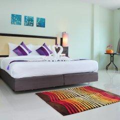 Отель AM Surin Place Номер Делюкс с двуспальной кроватью фото 8