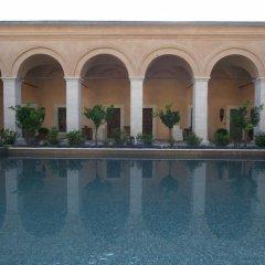 Отель Imaret бассейн