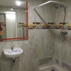 Отель Go Bcn Hostal Ideal Badal Стандартный номер с различными типами кроватей (общая ванная комната)