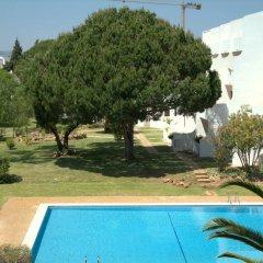Отель Casal Das Alfarrobeiras Португалия, Виламура - отзывы, цены и фото номеров - забронировать отель Casal Das Alfarrobeiras онлайн бассейн фото 2