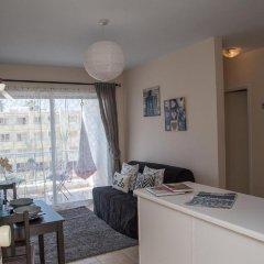 Апартаменты Paphos Love Hut Deluxe Apartment комната для гостей фото 2