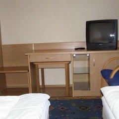 Отель Motel Comet Польша, Кобыльница - отзывы, цены и фото номеров - забронировать отель Motel Comet онлайн удобства в номере