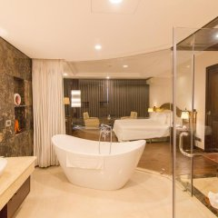 Saigon Halong Hotel 4* Представительский люкс с различными типами кроватей фото 2