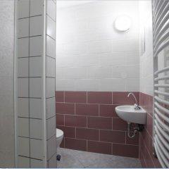 Отель HoBar - the hostel bar Венгрия, Будапешт - отзывы, цены и фото номеров - забронировать отель HoBar - the hostel bar онлайн ванная