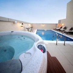Adamo Hotel Apartments бассейн