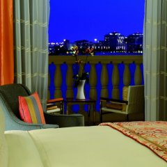 Отель The Ritz-Carlton Abu Dhabi, Grand Canal 5* Стандартный номер с различными типами кроватей фото 5