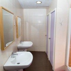 Отель Hostal LK Кровать в общем номере с двухъярусной кроватью фото 3