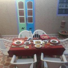 Отель Khasbah Casa Khamlia Марокко, Мерзуга - отзывы, цены и фото номеров - забронировать отель Khasbah Casa Khamlia онлайн питание фото 2